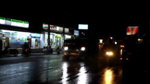 雨の路面 反射